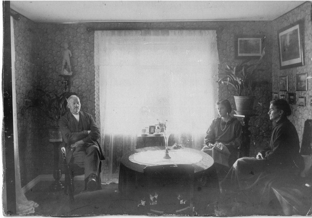 Edit Arrestforvarer Johan Peter nielsen og hustrue Abrahamine Jensen 1910-1925